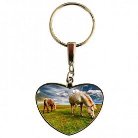 Porte clés coeur chevaux au paturage